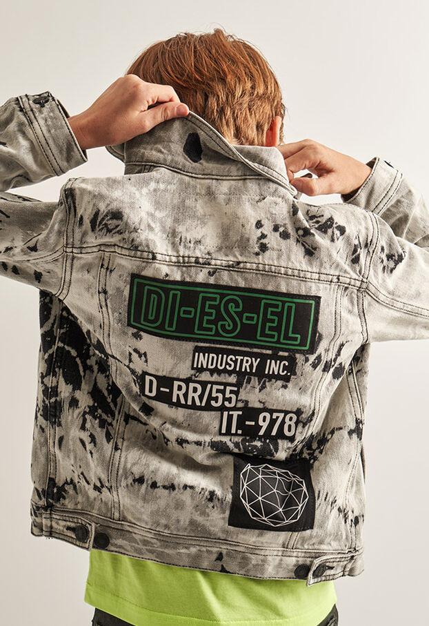 https://ee.diesel.com/dw/image/v2/BBLG_PRD/on/demandware.static/-/Library-Sites-DieselMFSharedLibrary/default/dw9fd09078/CATEGORYOV/2x2_90.jpg?sw=622&sh=907