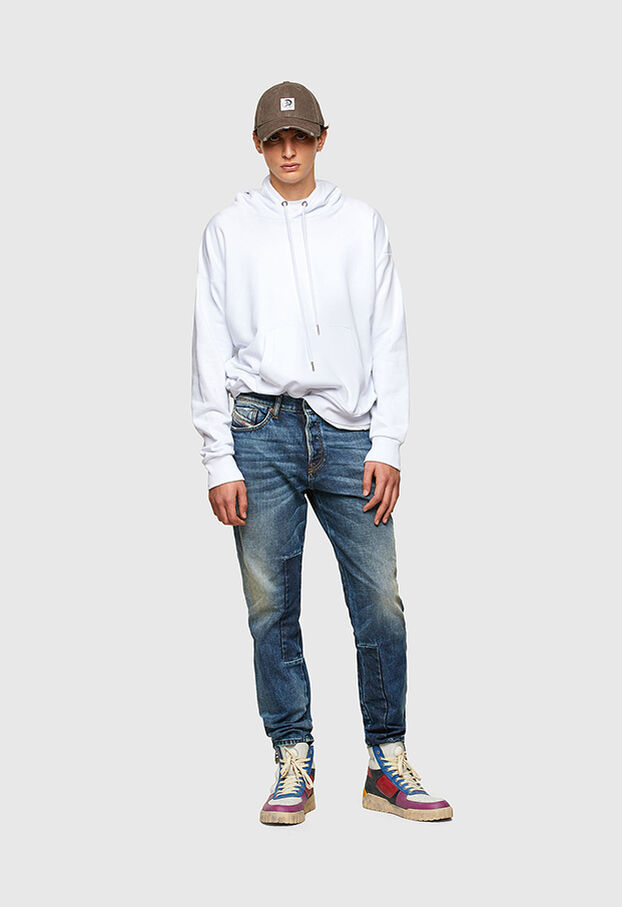 https://ee.diesel.com/dw/image/v2/BBLG_PRD/on/demandware.static/-/Library-Sites-DieselMFSharedLibrary/default/dwaa2e79de/CATEGORYOV/2X2_D-FINING_DENIM-SPRING-LAUNCH_A02237_009SV_01_C.jpg?sw=622&sh=907