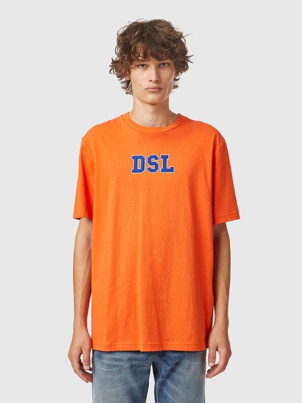 https://ee.diesel.com/dw/image/v2/BBLG_PRD/on/demandware.static/-/Sites-diesel-master-catalog/default/dw0bbf32c3/images/large/A03507_0QCAH_34H_O.jpg?sw=594&sh=792