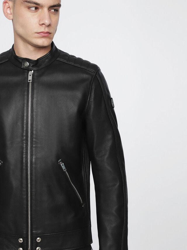 L-QUAD, Black Leather